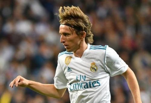 مودريتش يخالف التوقعات ويحسم قراره النهائي بخصوص الاستمرار رفقة ريال مدريد