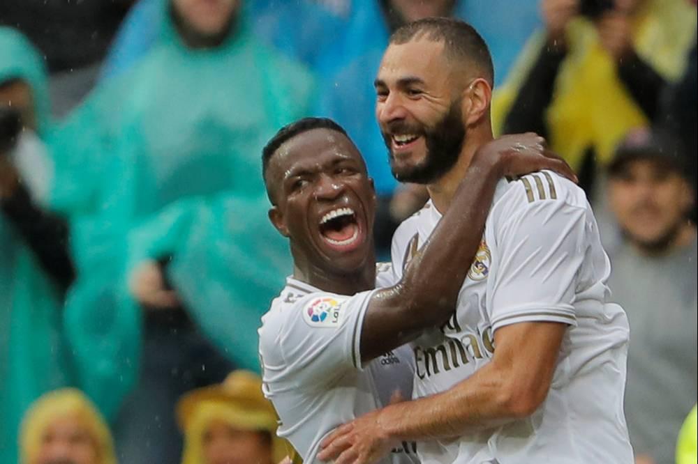 بنزيمة يسطع بثنائية ويقود الريال لاستعادة انتصاراته في الدوري الإسباني