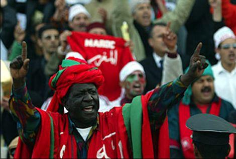 المغاربة يتنذرون على حياتو ويطالبون بدفع 50 ألف دولار قطعا معدنية