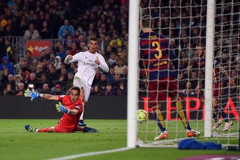 """جماهير برشلونة تطالب كريستيانو رونالدو بـ""""العودة إلى المغرب""""!"""