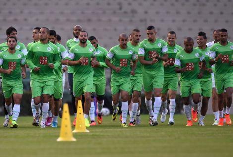 لاعبو الجزائر مُتخوفون من الإصابة بإيبولا عند تَنقّلِهم لمواجهة مالي