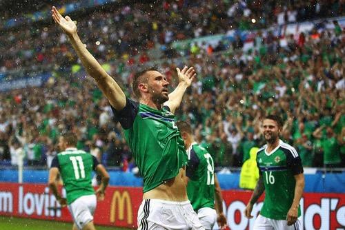 """انتصار تاريخي لأيرلندا الشمالية على أوكرانيا ينعش آمالها في التأهل للدور الثاني لـ""""أورو 2016"""""""