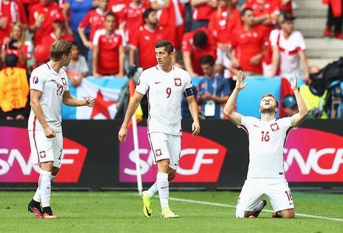 بولندا تطيح بسويسرا بعد مباراة ماراثونية وتصعد لدور الثمانية الأوروبي