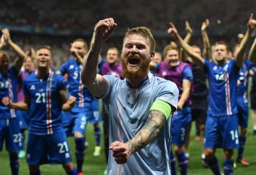 """""""لا توقظوني مطلقا"""" شعار احتفالات أيسلندا بعد إقصاء إنجلترا من اليورو"""