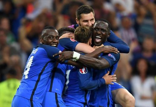 """""""دُيوك فرنسا"""" تَصيح في وجه الألمان بهدفي غريزمان وتتأهل لنهائي """"يورو 2016"""""""