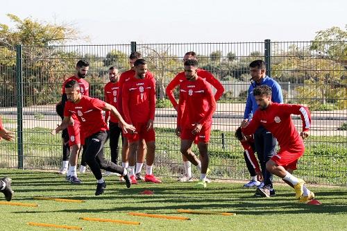 الحسنية يختبر لاعبين جدد لتقوية خط الهجوم
