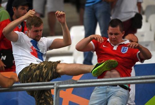 """أعمال شغب بين """"الهوليغانز"""" الإنجليزي والجمهور الروسي بعد تعادل منتخبيهما"""