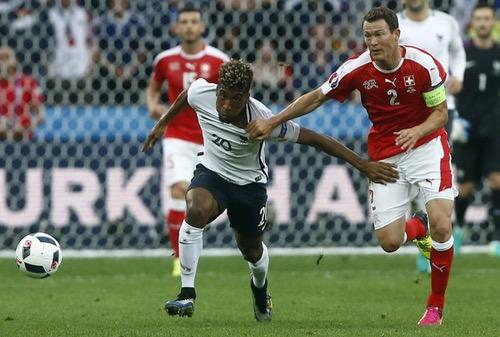 سويسرا تنتزع تأهلا تاريخيا للدور الثاني في يورو 2016 بتعادل سلبي مع فرنسا