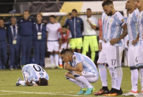 الصحافة الأرجنتينية: اذرف دموعك يا ميسي.. فلن تفوز بأي لقب مع المنتخب !