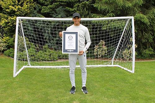 ألكسندر أرنولد لاعب ليفربول يدخل موسوعة غينيس