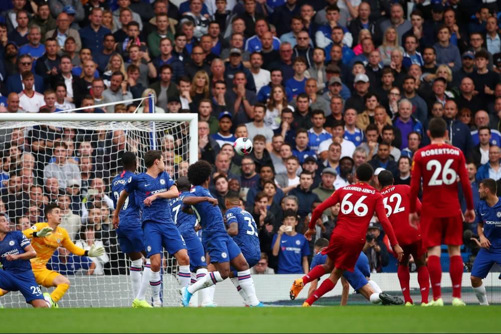 ليفربول يواصل انطلاقته المثالية ويعبر تشيلسي بثنائية بالدوري الإنجليزي