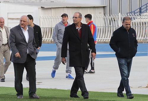 """مُدرب منتخب الجزائر يُهاجم الزاكي ويتهمه بـ""""توريط"""" الطاقم التقني لـ""""محاربي الصحراء"""""""