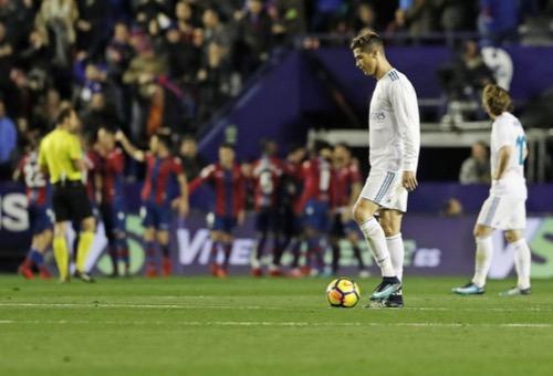 """ليفانتي يحرج ريال مدريد بتعادل مثير أبعد الفريق الملكي عن مُقدمة """"الليغا"""""""