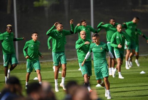 """المنتخب يتدرّب دون بناصر والتغناوتي والجمهور يُلهِب حَماس اللاعبين قبل مواجهة """"لاروخا"""""""
