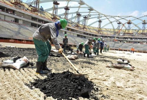 """بعد """"خنقها"""" اقتصاديا.. قطر تبحث عن موردين جدد لبناء منشآتها لمونديال 2022"""