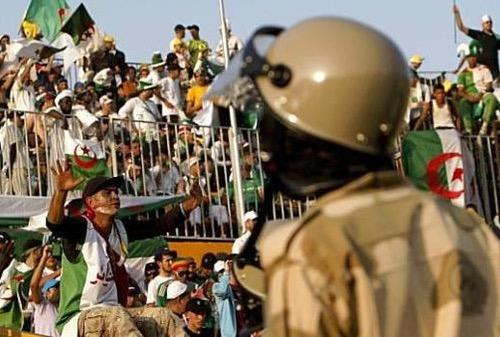 لجنة الانضباط بالدوري الجزائري تغرم ثلث أندية كرة القدم بسبب شغب جمهورها