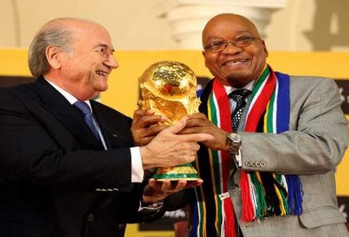 """صحف نهاية الأسبوع: هكذا """"سرقت"""" جنوب إفريقيا مونديال 2010 من المغرب"""