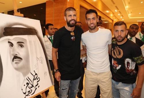 بيكيه وبوسكيتس وألبا يزورون قطر في خضم الأزمة الدبلوماسية مع دول الخليج