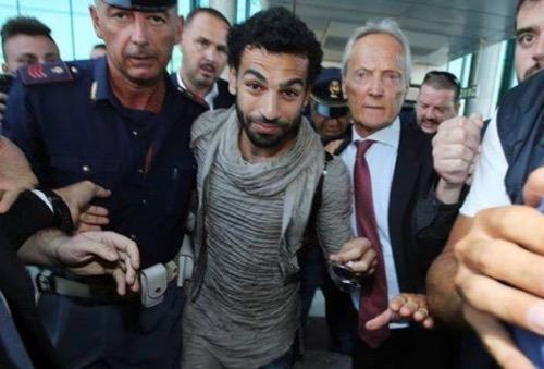 محمد صلاح يتوجه إلى لندن استعدادا للانضمام لنادي ليفربول