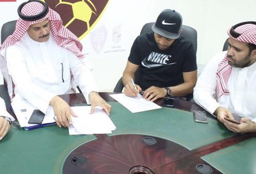 """تأكيدا لإنفراد """"هسبورت"""".. زهير لعروبي ينضم رسميا إلى صفوف نادي """"أحد"""" السعودي"""