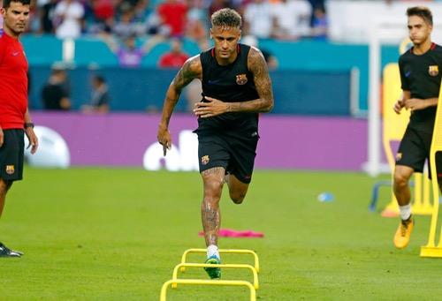 بعد تهديد برشلونة للـ PSG.. الـ UEFA يُعطي الضوء الأخضر للفريق الباريسي لاتمام صفقة نيمار