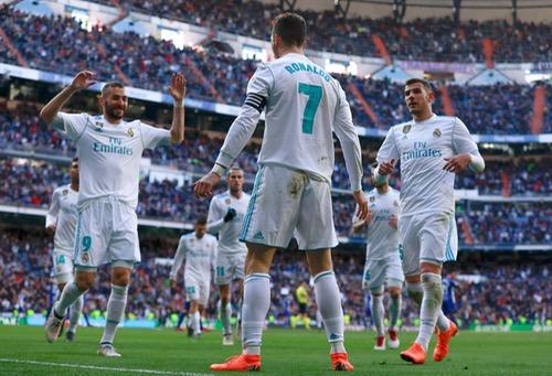 رونالدو يسجل ثنائية والريال يقسو على ألافيس برباعية نظيفة في الدوري الإسباني