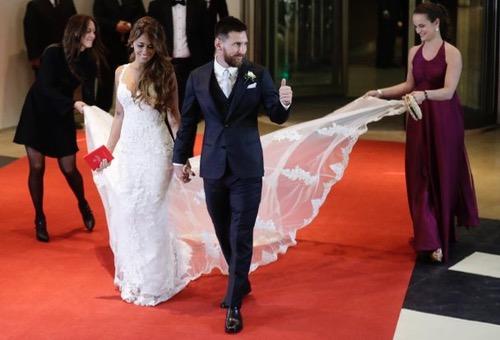 ميسي وأنتونيلا يتوجان قصّة حبهما بزفاف رسمي باذخ بحضور نجوم كرة القدم