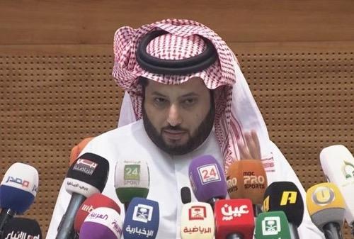سعودي يَرصد مُكافأة مغرِية لبَطل دوري أبطال إفريقيا ويتمنّى فَوز الأهلي على الوداد