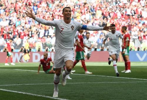 """رونالدو """"يَسرق"""" الفوز للبرتغال ضد """"الأسود"""" بهدف غادر يُقصي المنتخب من المونديال"""