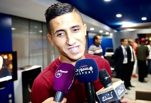 """جماهير قليلة تستقبل بعثة المنتخب بمطار البيضاء.. وفجر: نعتذر للمغاربة وانتظرونا بـ""""المونديال"""""""