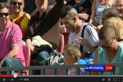 مشجع مدريدي بين مدرجات برشلونة