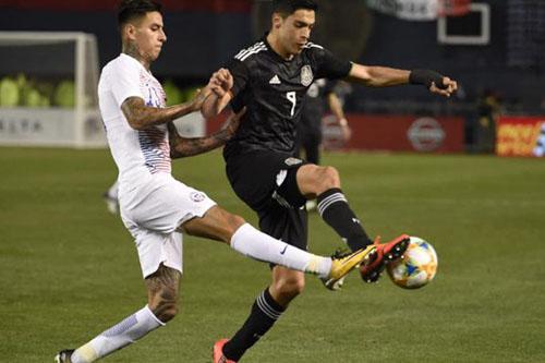 المكسيك يستعد للكأس الذهبية بفوز كبير على تشيلي