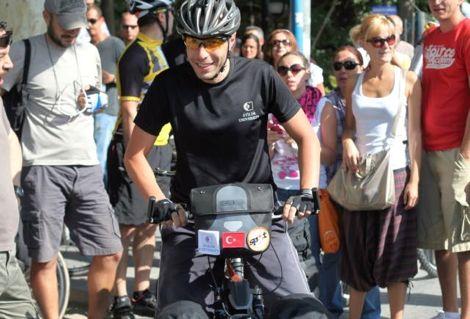 درّاج تركي يبدأ جولة أفريقية من إثيوبيا سعيا لرقم قياسي جديد