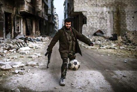 """""""حمى داعش"""" تخطف الأضواء من مونديال البرازيل في نينوى العراقية"""