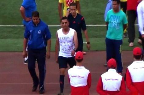الجزائر: حكم يرمي قميصه ويفجر قضية تلاعب مشبوه بالمباريات