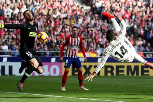 ريال مدريد يهزم أتلتيكو بثلاثية في الديربي وينفرد بوصافة الدوري الإسباني