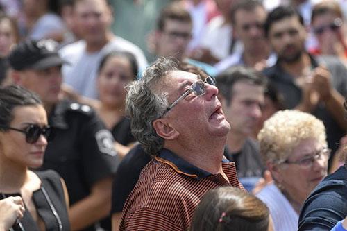 وفاة والد إيميليانو سالا بعد 3 أشهر من رحيل نجله