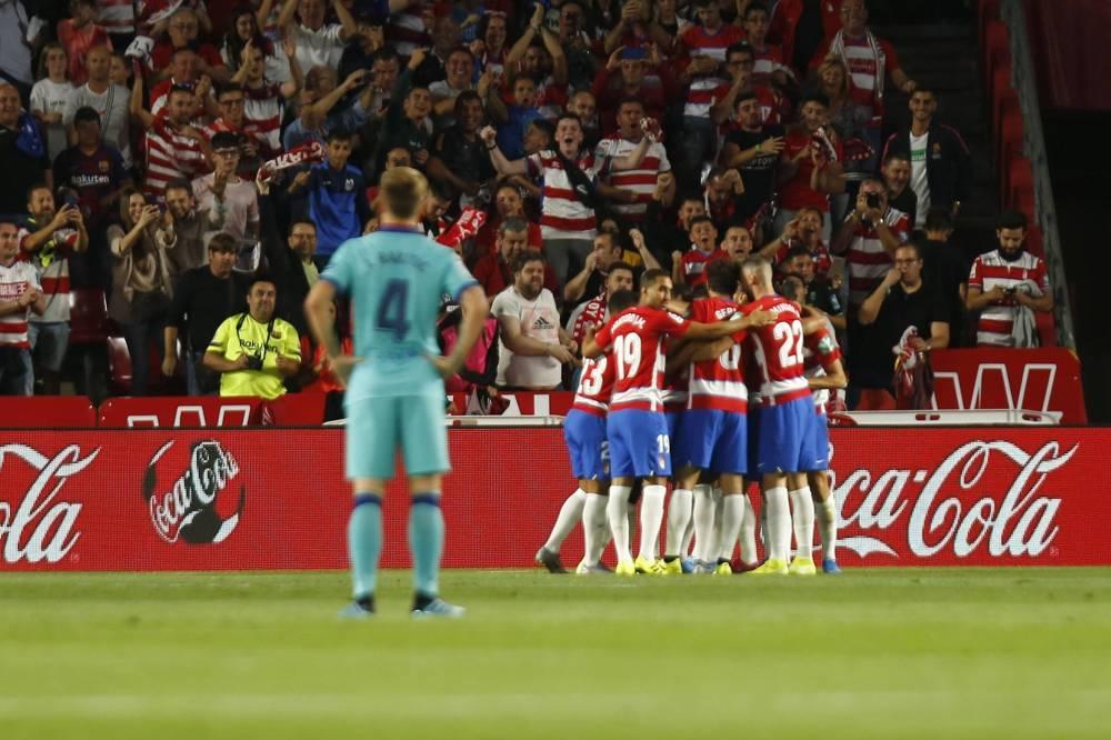 برشلونة يواصل الترنح ويخسر أمام غرناطة في الدوري الإسباني