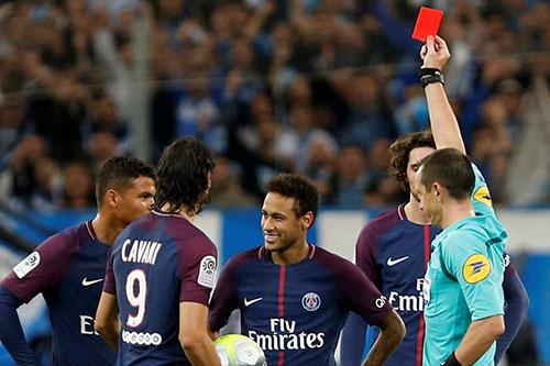 رسميًا.. إيقاف نيمار 3 مباريات أوروبيًا بسبب شتم حكم