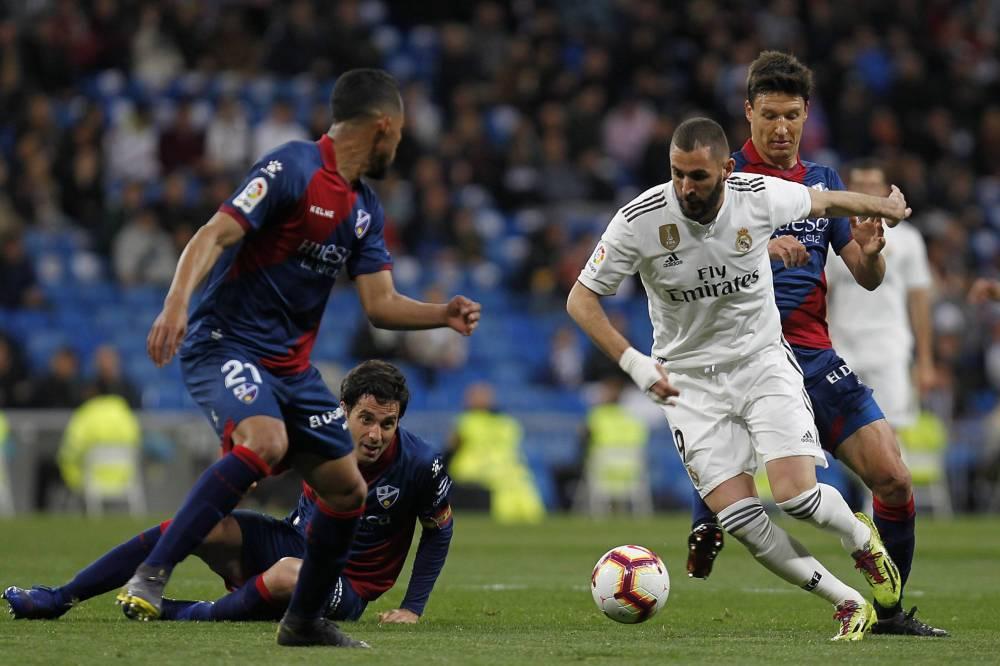 بنزيمه ينقذ الريال من فخ هويسكا ويقوده للفوز في الدوري الإسباني