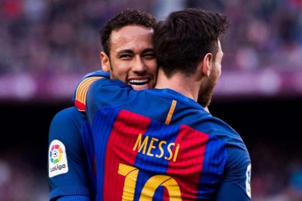 ميسي: نيمار واحد من أفضل اللاعبين في العالم وأتمنى أن يعود لبرشلونة