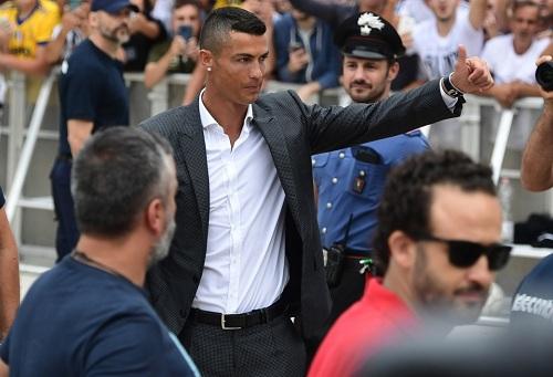 رونالدو لا يُحِسّ بالأمان الكافي في تورينو ويتقدّم بطلب لإدارة يوفينتوس