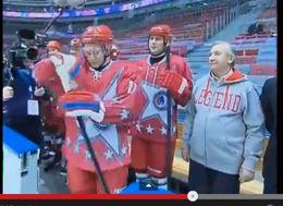 بوتين يلعب هوكي الجليد