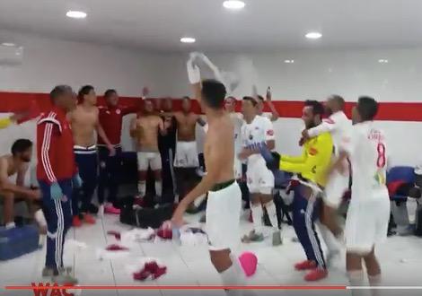 احتفال لاعبي الوداد بفوزهم على الـKAC