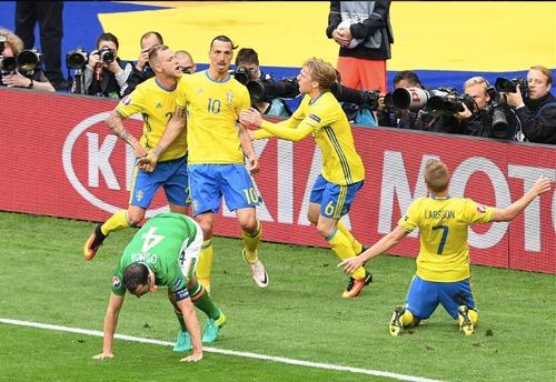 """ابراهيموفيتش ينقذ السويد من """"مخالب"""" الإيرلنديين بهدف خادع"""