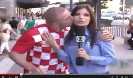 كرواتي يقبّل مراسلة برازيلية على الهواء