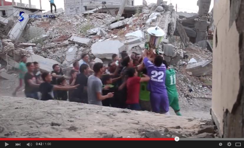 هكذا احتفل الفلسطينيون ببطولتهم