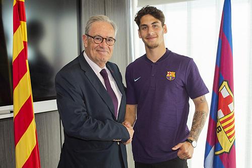 رسميا .. برشلونة يعلن تعاقده مع لاعب جديد