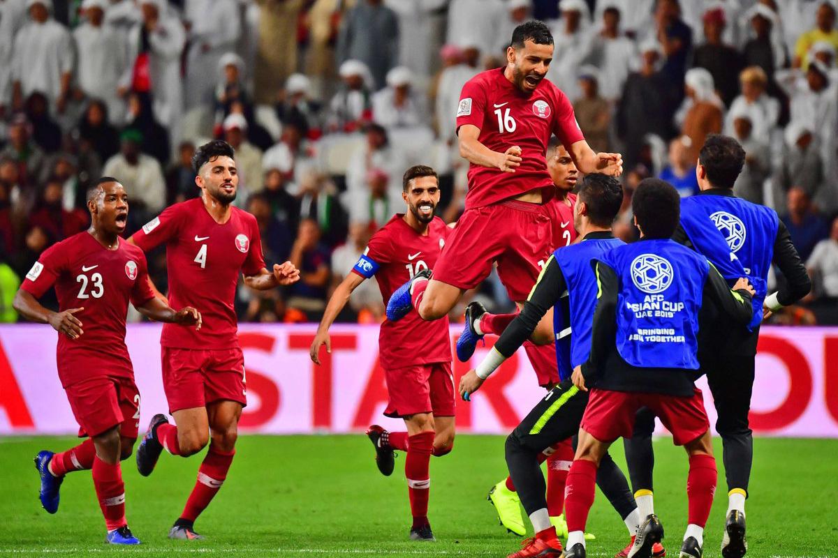 منتخب قطر يهزم نظيره الإماراتي برباعية ويواجه اليابان في نهائي كأس آسيا