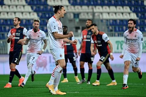 إبراهيموفيتش يقود ميلان لتخطي كالياري بثنائية واستعادة صدارة الدوري الإيطالي
